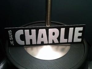 Un marque page letterpress pour soutenir Charlie